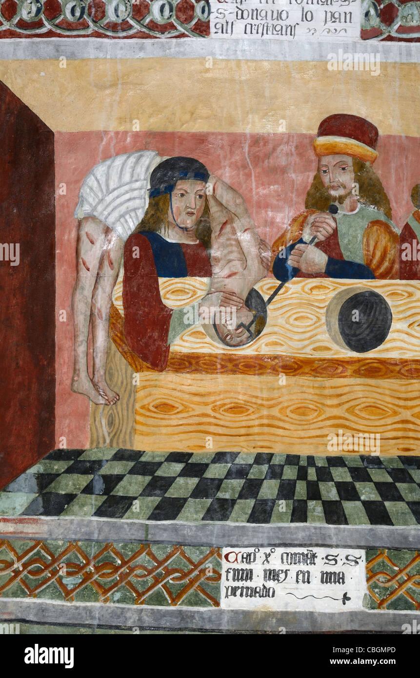 San Sebastian è gettato nelle fogne, pittura murale o affresco Cappella di San Sebastiano (1513), Roubion, Immagini Stock