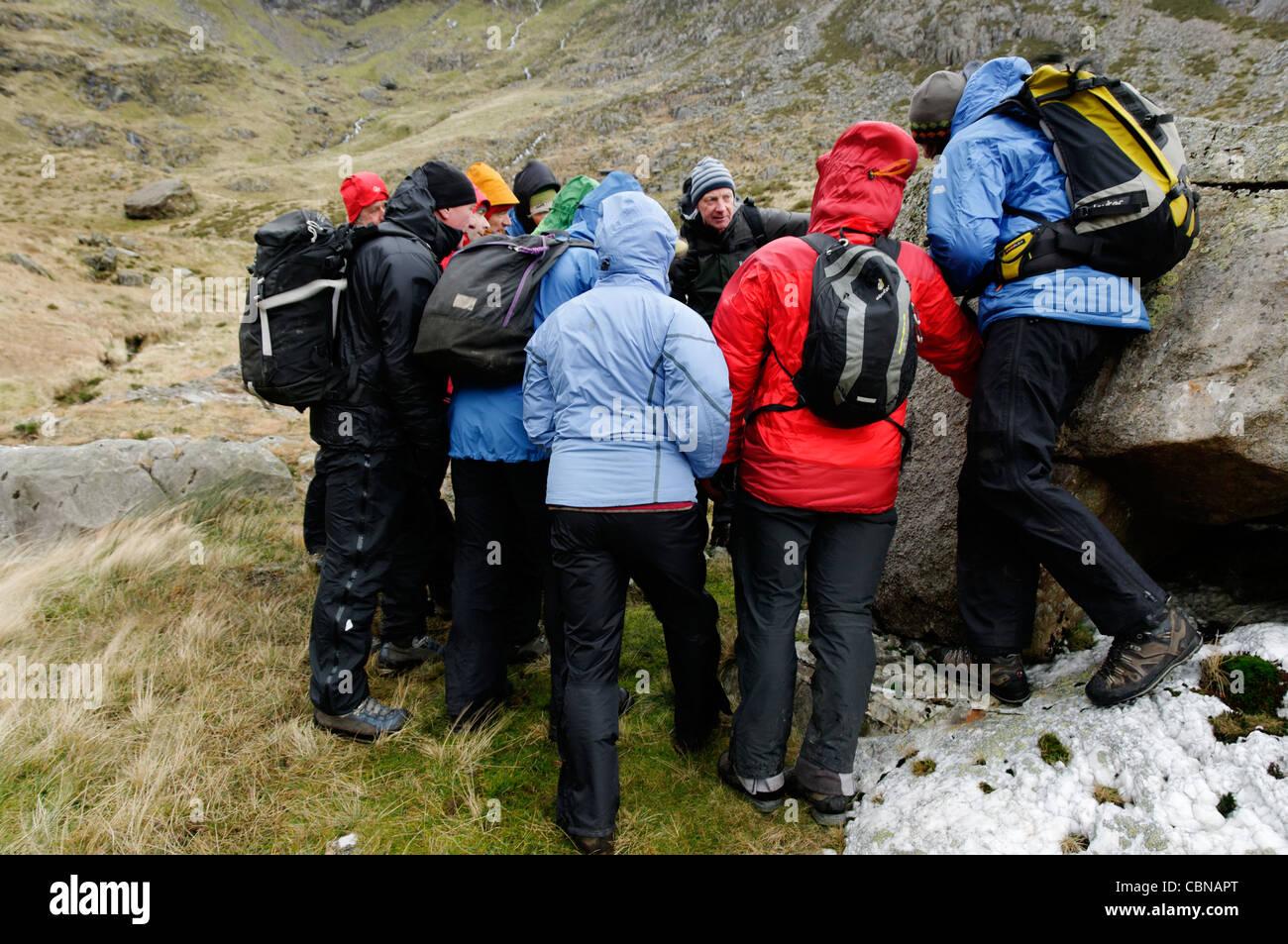 Una geologia il giorno di addestramento in Snowdonia Immagini Stock