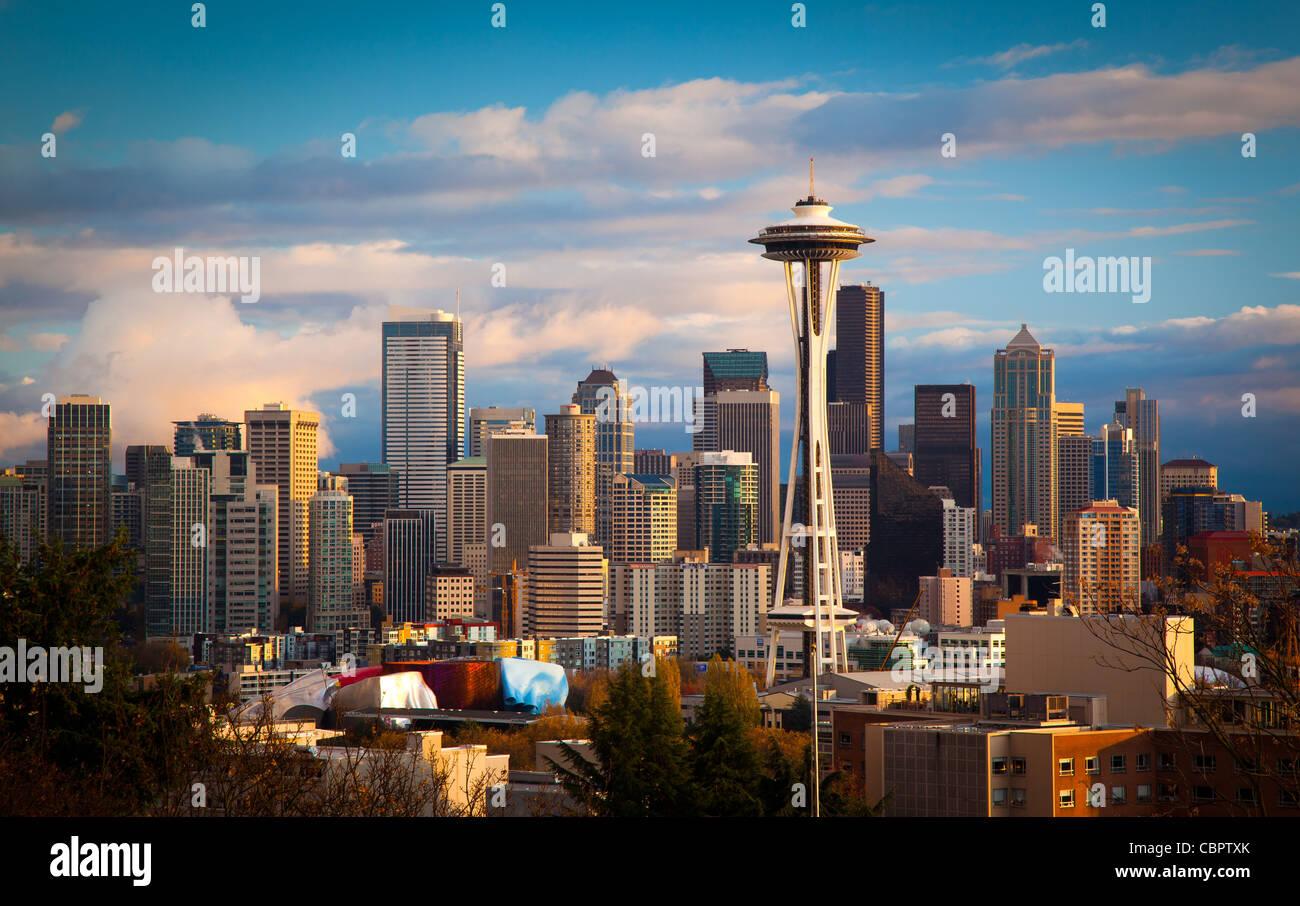 Lo skyline di Seattle su una caduta nel pomeriggio in novembre Immagini Stock