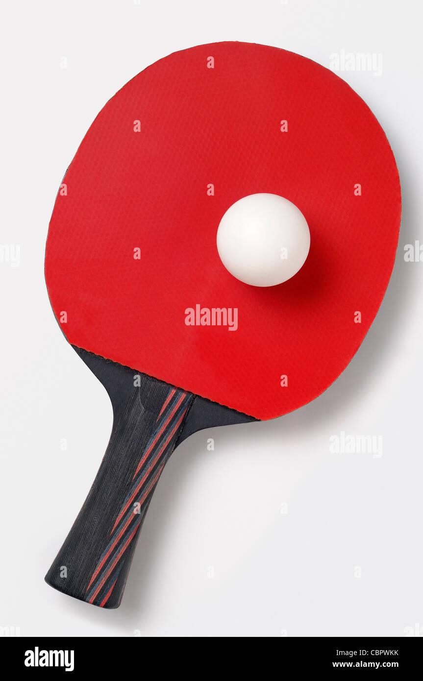 Table Tennis Bat e la sfera, tagliati fuori. Immagini Stock