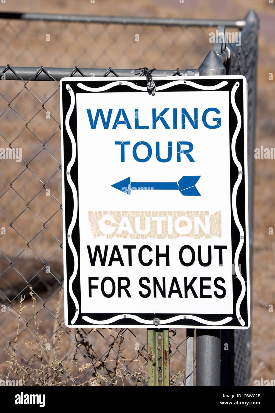 Attenzione per guardare i serpenti segno Immagini Stock