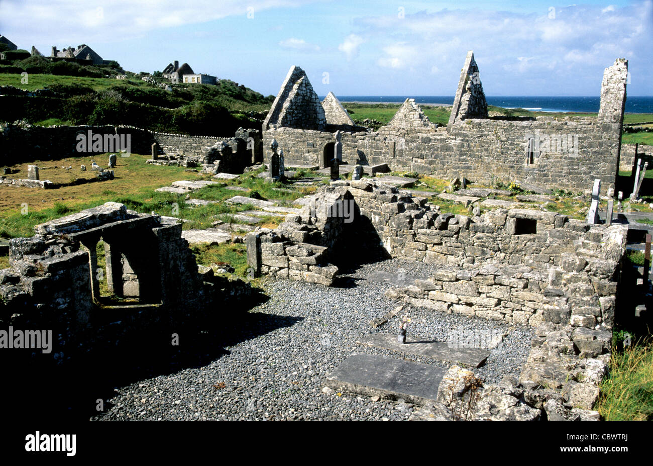 Le Sette Chiese su INISH (Fine) Mor - Isole Aran - Galway - IRLANDA Immagini Stock