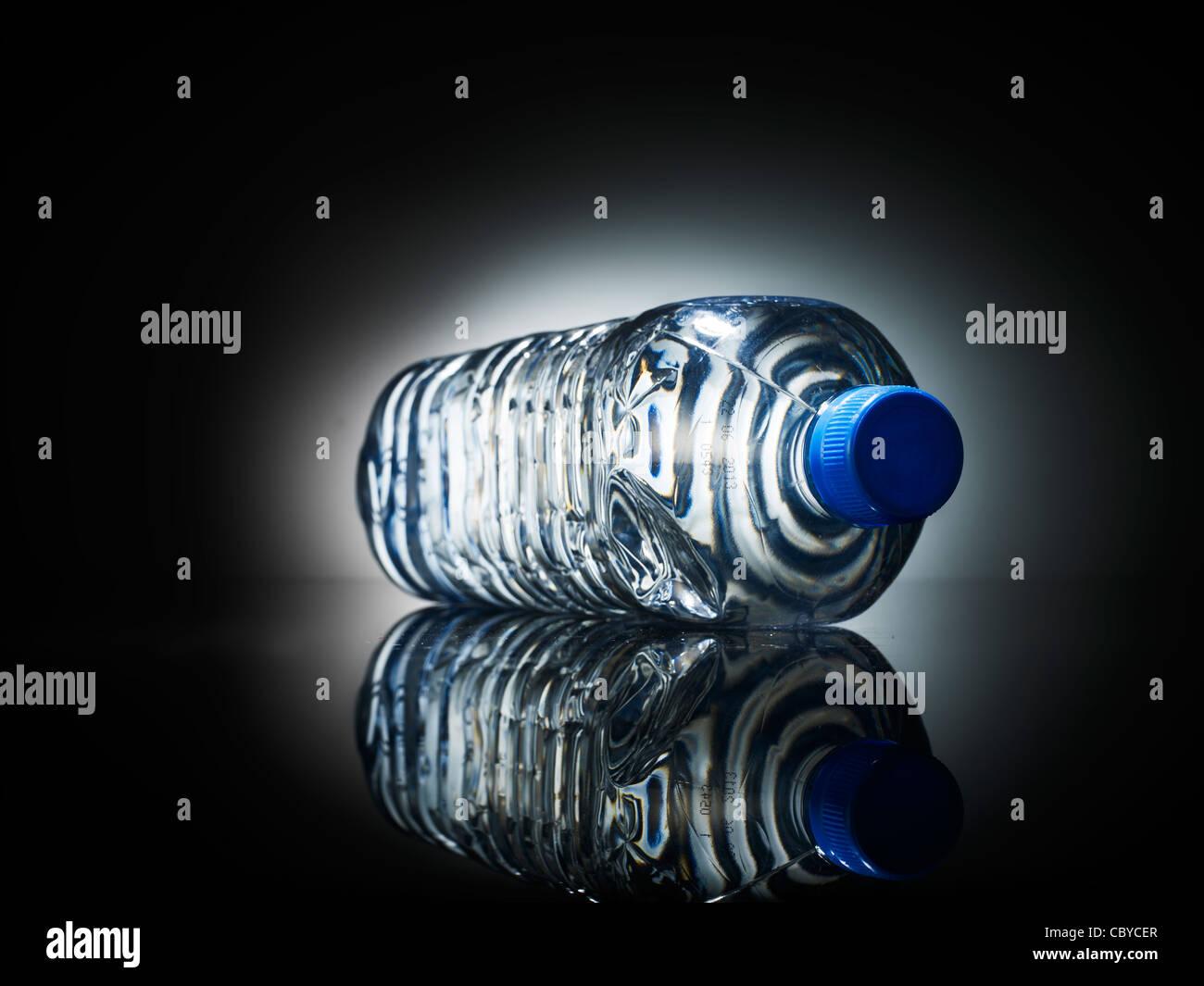 Acqua in bottiglia di un litro Immagini Stock