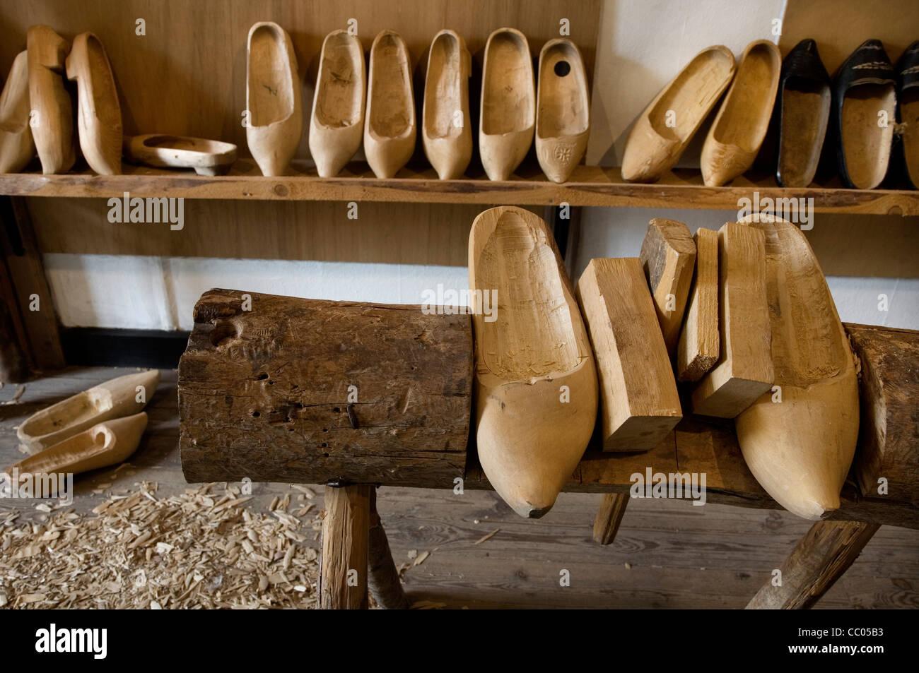 Zoccoli di legno in Porchereu intasare rendendo museum a Daverdisse, Belgio Immagini Stock