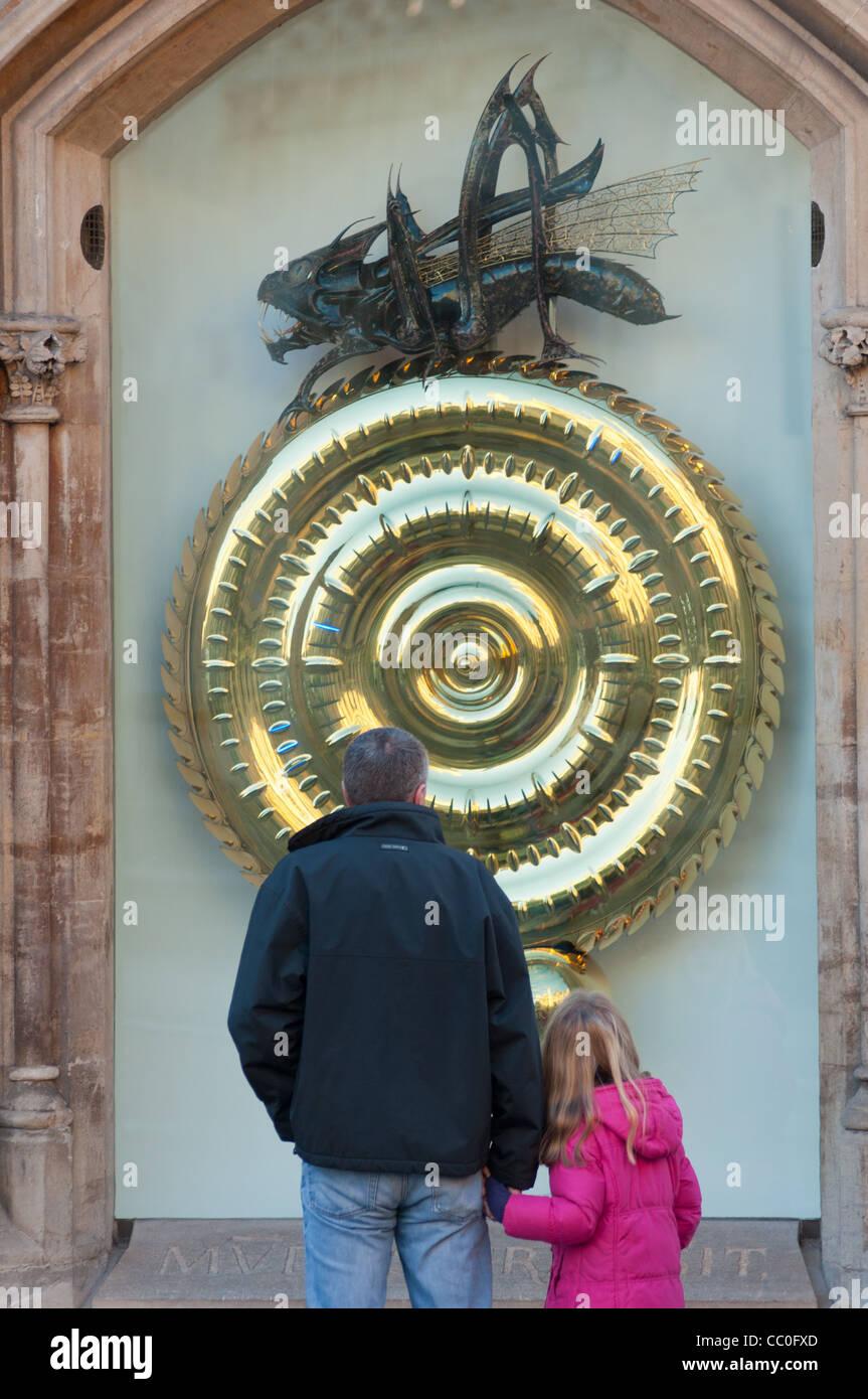 Grasshopper o Corpus Christi orologio, Kings Parade, Cambridge Regno Unito Immagini Stock