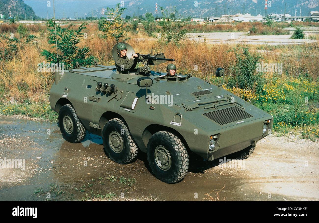 I veicoli militari del XX secolo Italia Puma 6X6 degli anni Novanta corazzato Immagini Stock