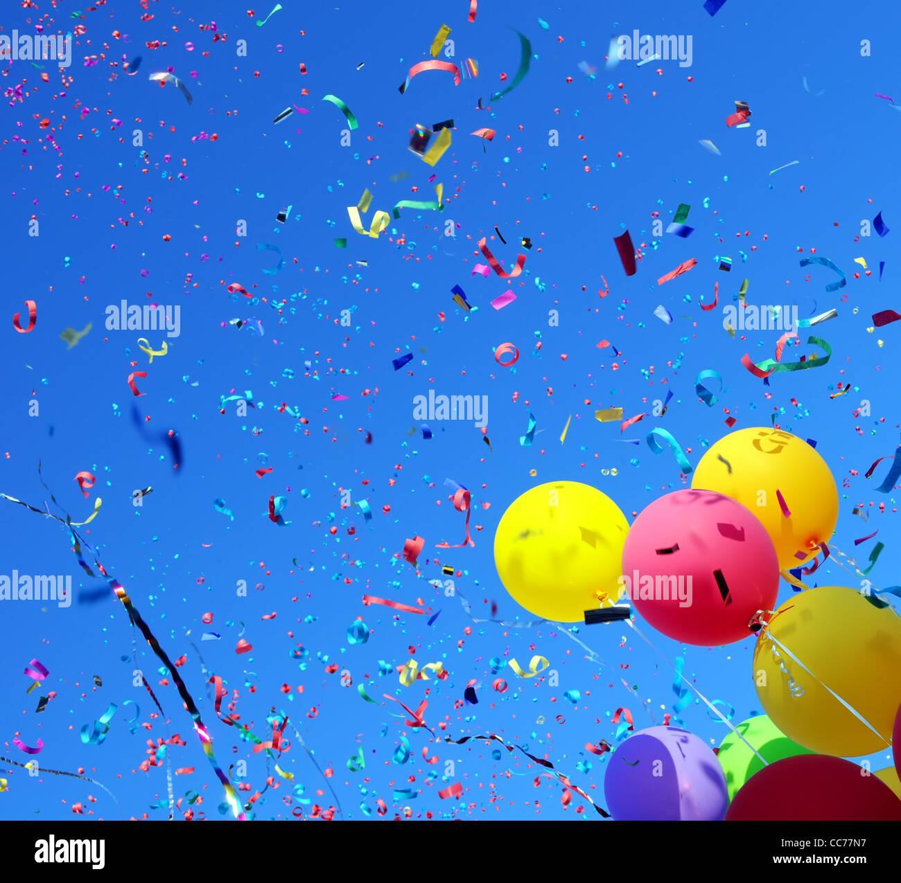 Palloncini multicolori e coriandoli nella festa della città #2 Immagini Stock
