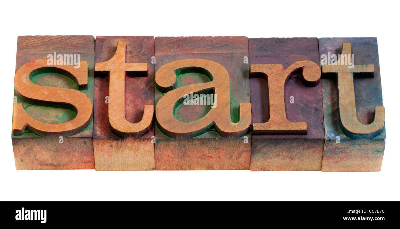 Avviare o inizio concetto - la parola digitato in legno vintage tipografia blocchi Immagini Stock