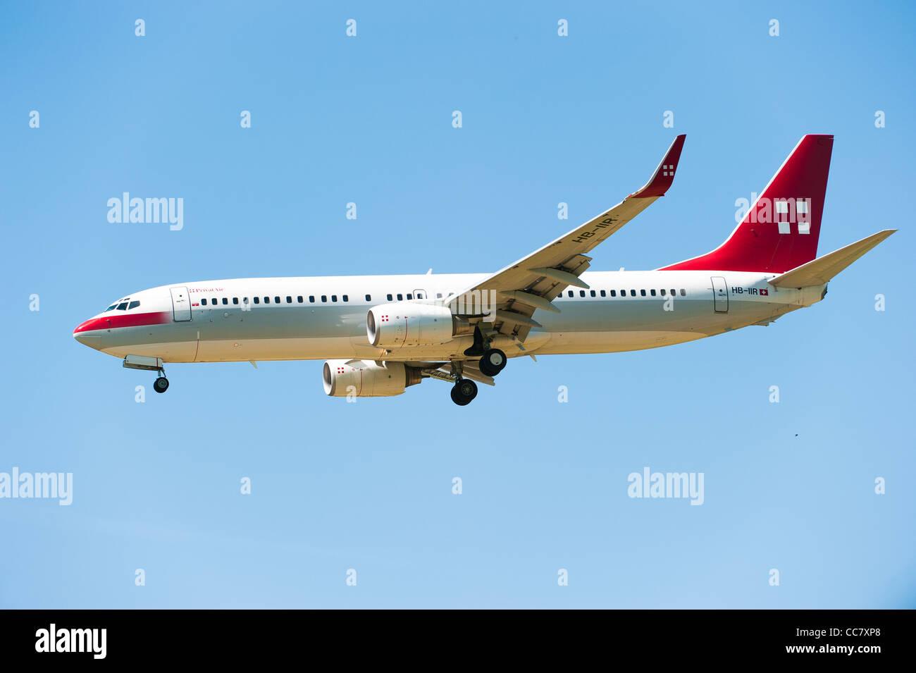 ZURICH, Svizzera - 24 Mai: Privato aria (HB-IIR) aereo atterra a Zuerich aeroporto (Svizzera) Maggio 24, 2010 a Immagini Stock