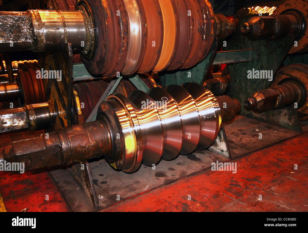 Ghisa rotoli per la laminazione a caldo di acciaio in forme. Immagini Stock