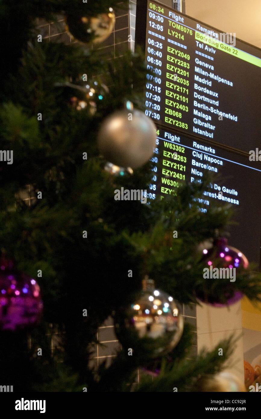 Albero Di Natale Milan.Partenze Aeroporto Pensione Con Albero Di Natale In Primo Piano Foto