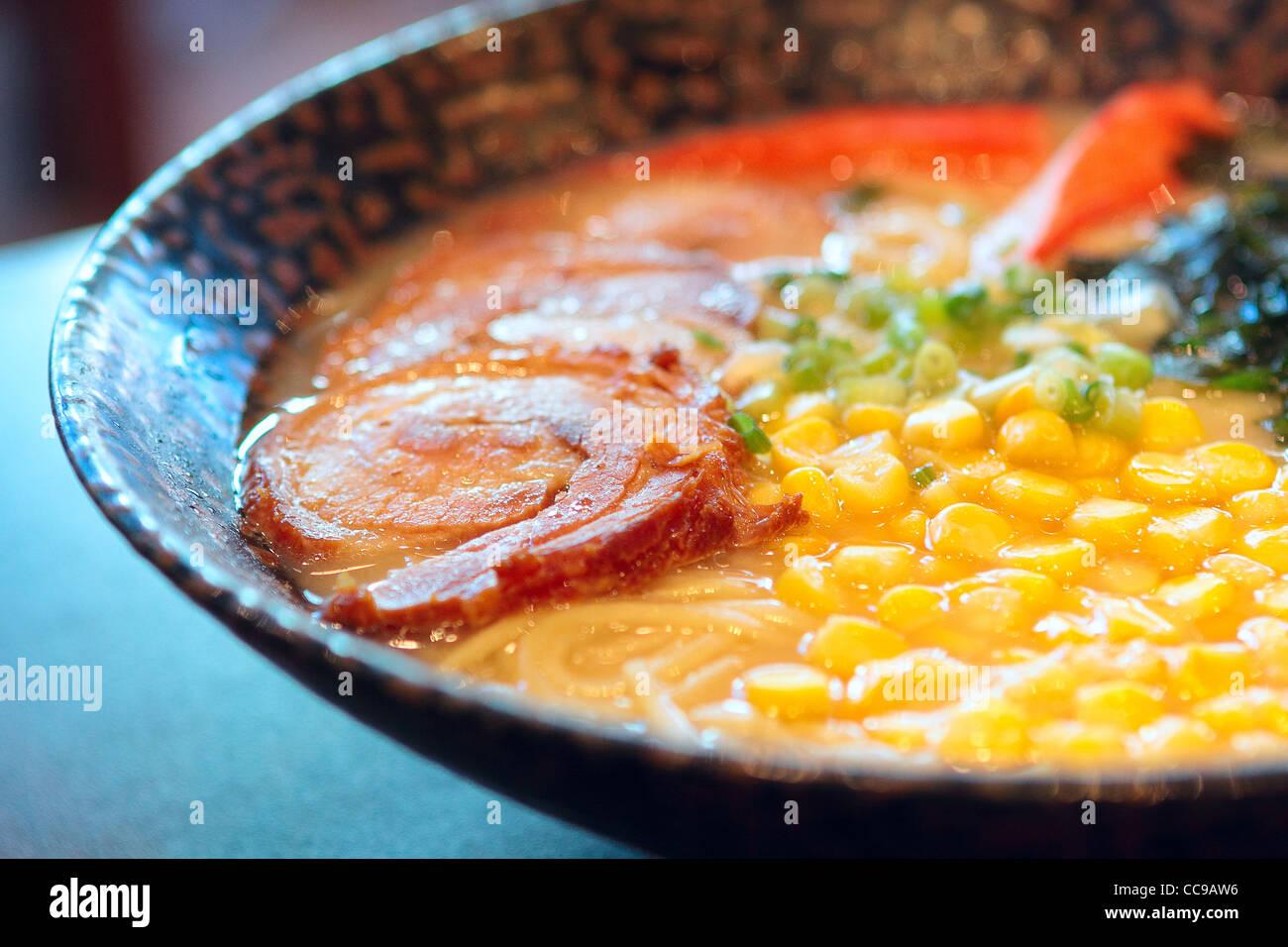 Noodle in stile giapponese su tavola Immagini Stock