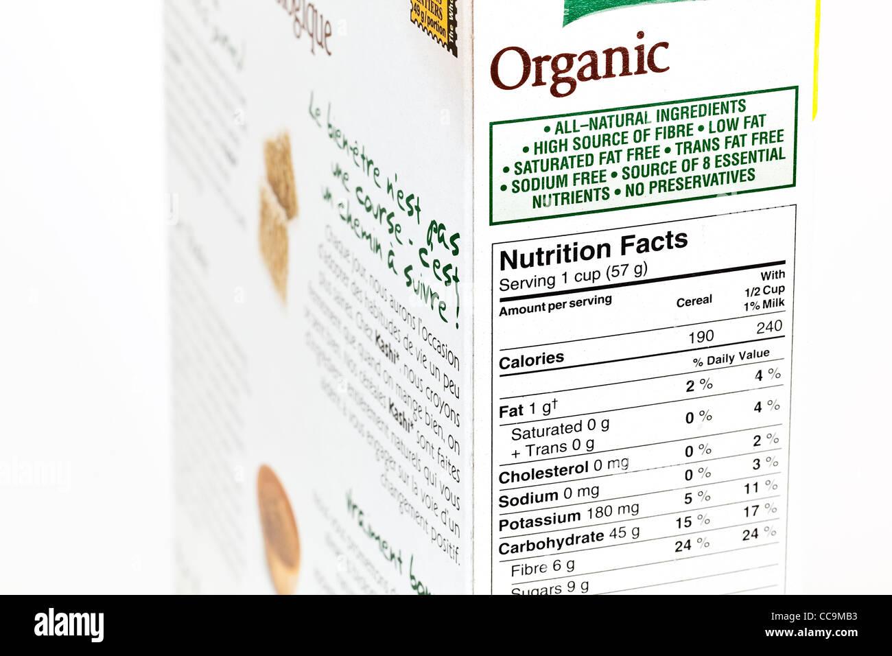 Organici di scatola di cereali, etichetta nutrizionale, vicino. Immagini Stock