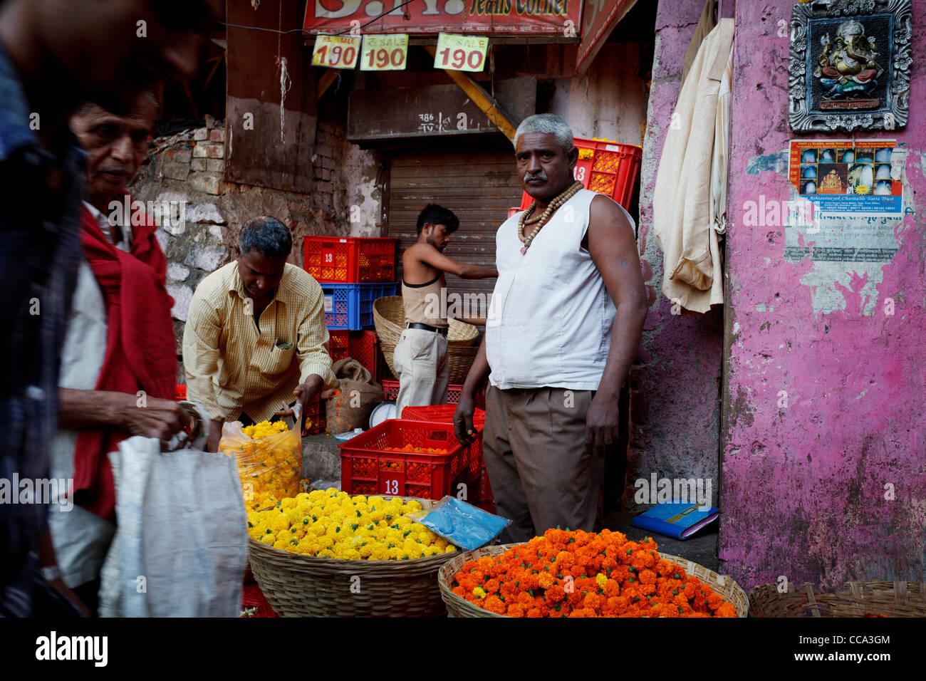 Il mercato dei fiori di Mumbai, a Bombay in India Immagini Stock