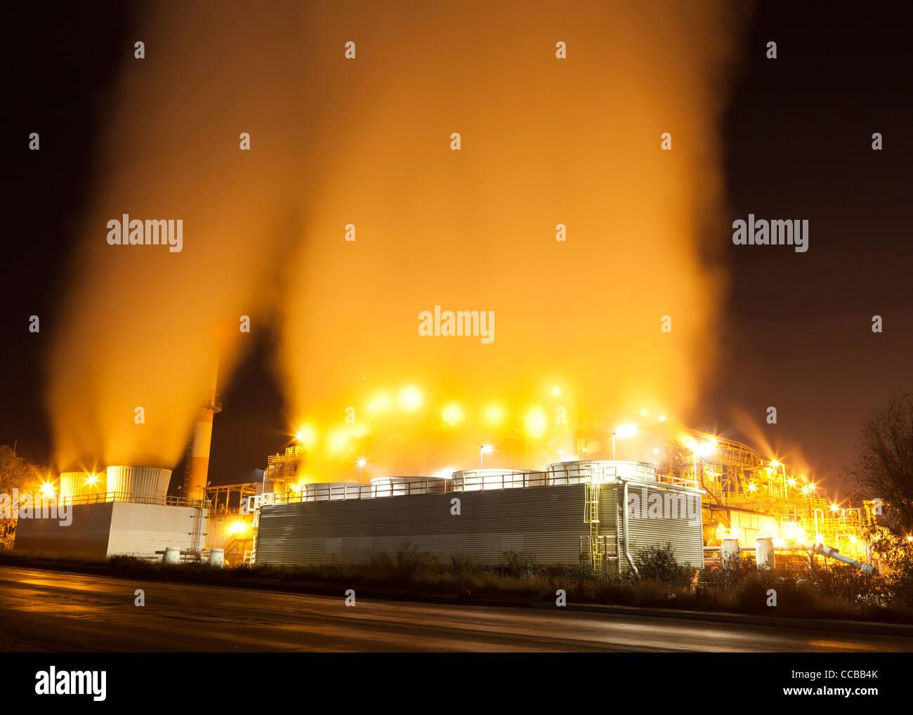 Industriali torre di raffreddamento Immagini Stock