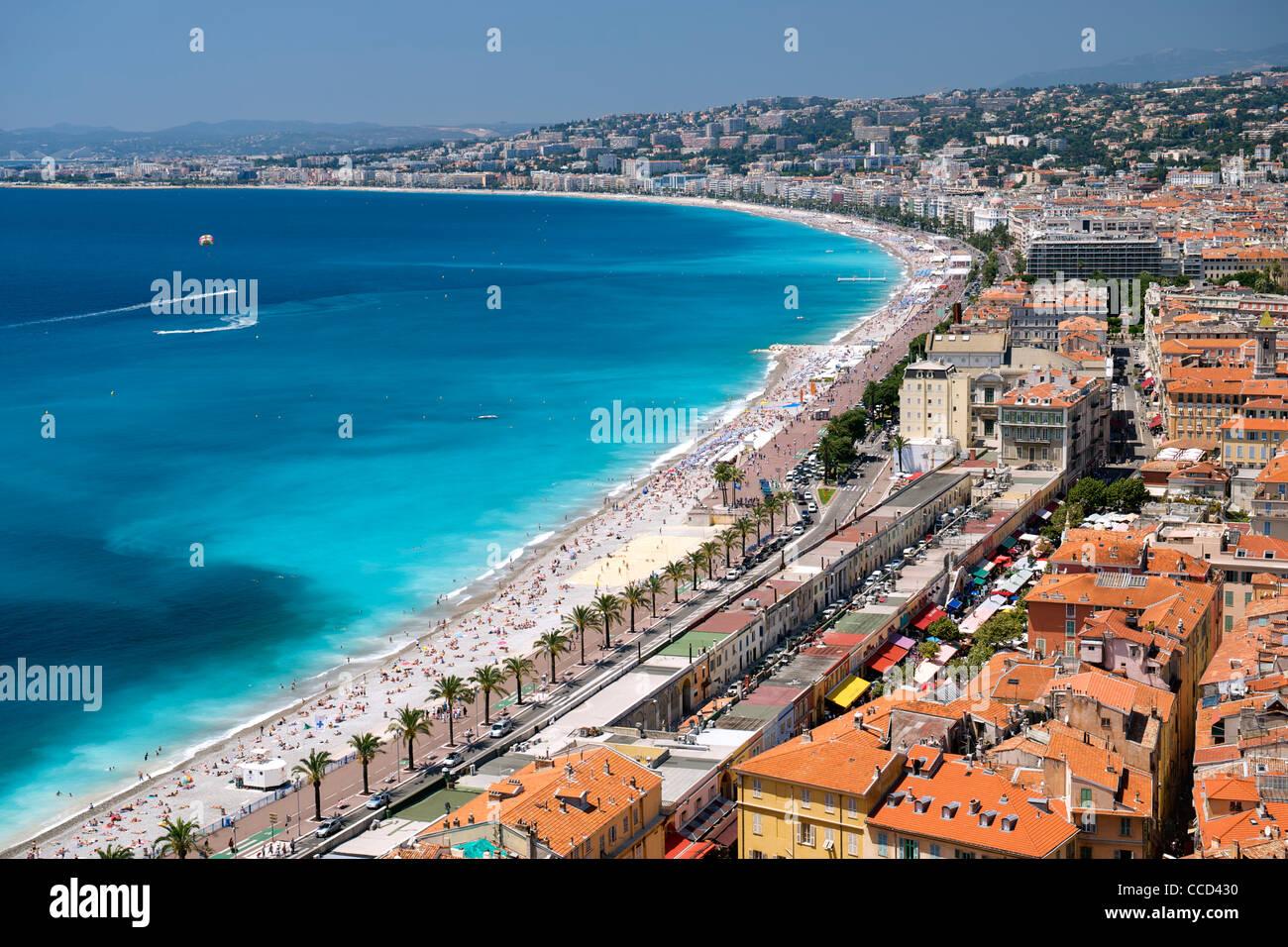 La Baie des Anges (Baia degli Angeli) e la città di Nizza sulla costa mediterranea nel sud della Francia. Immagini Stock