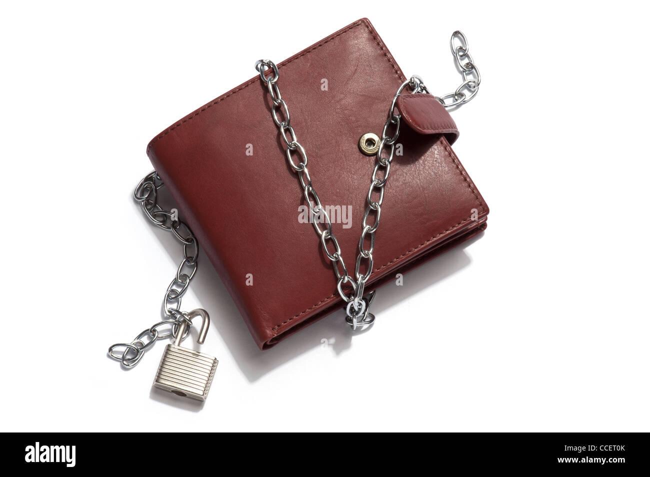 informazioni per nuova collezione outlet Un marrone portafoglio in pelle con catena e lucchetto ...