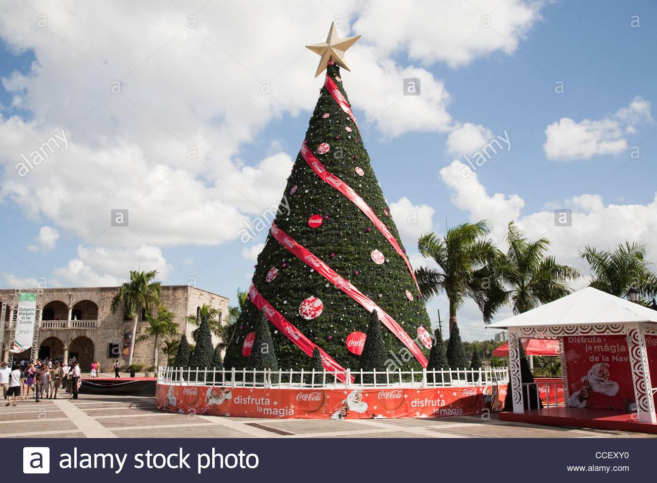 Piazza padre bellini,albero di natale,santo domingo,hispaniola,Repubblica dominicana,dei Caraibi Immagini Stock