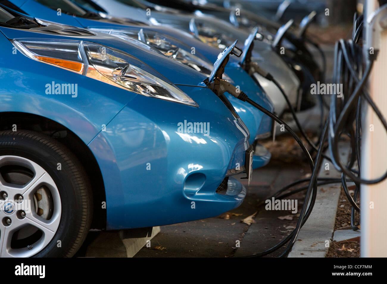 Tutti electric Nissan Leaf auto ricarica. Immagini Stock