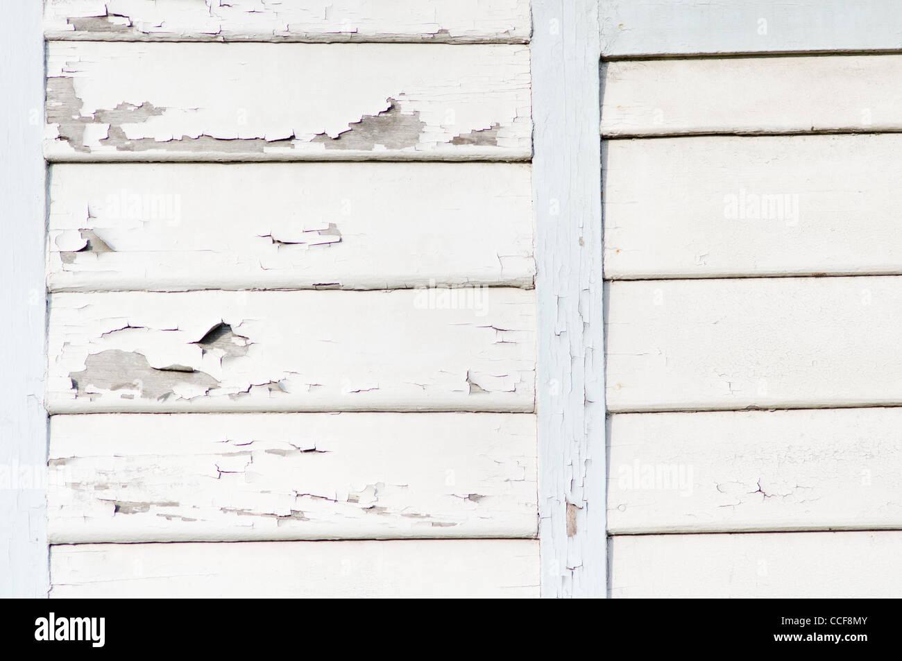 Pareti in legno con peeling vernice bianca. Immagini Stock