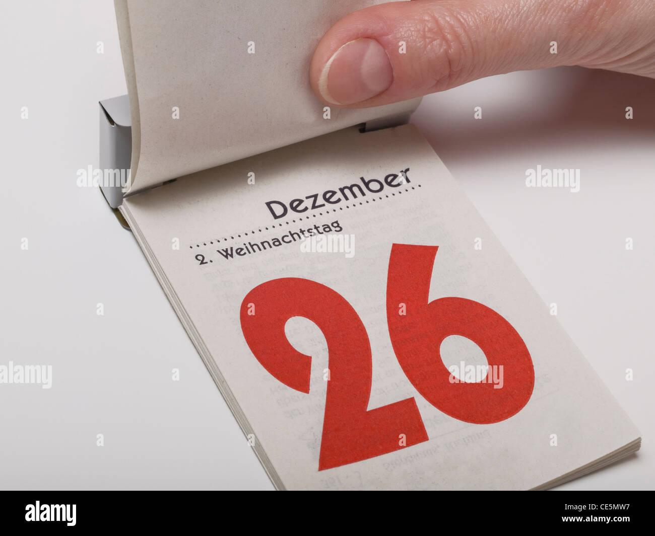 Un foglio di calendario è il sollevamento e mostra Dicembre 26th,secondo giorno di Natale Immagini Stock
