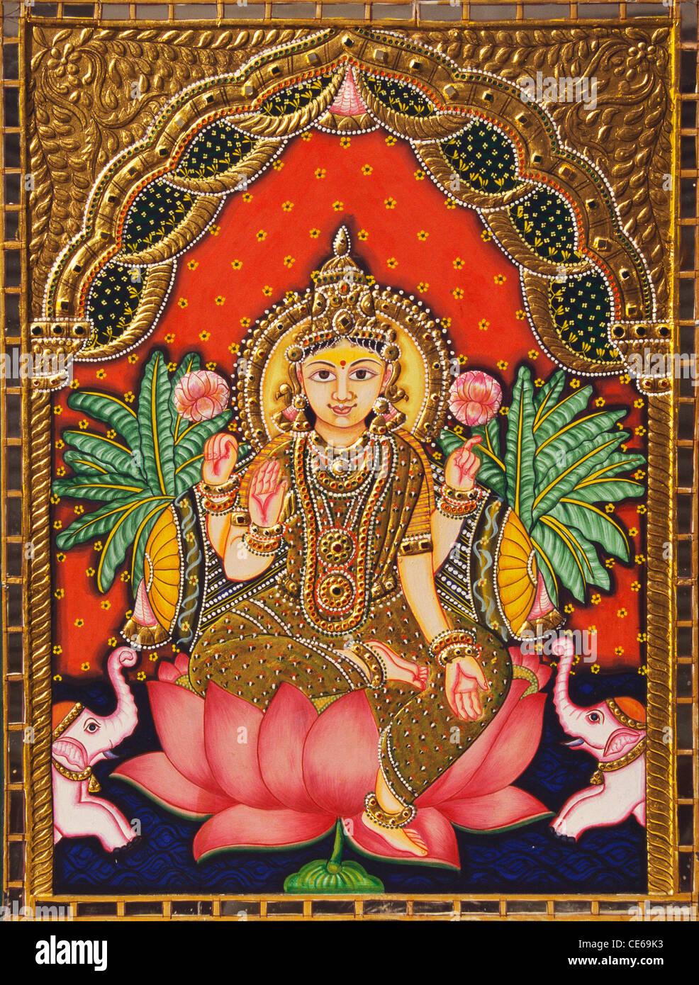 Dea Lakshmi seduta in lotus miniatura pittura su carta con la goffratura di oro Immagini Stock