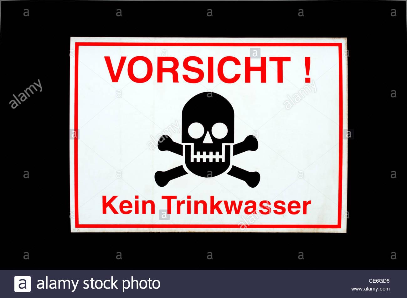 """Segno di avvertimento Vorsicht """"! Kein Trinkwasser' (Attenzione! Acqua non potabile), Lipsia, Sassonia, Immagini Stock"""