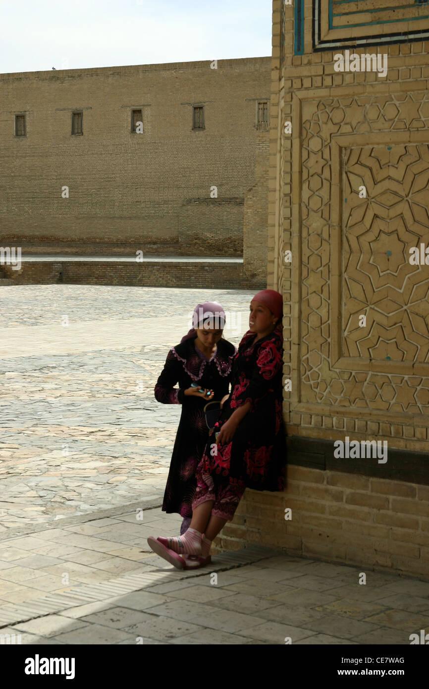 Donne tradizionali in Samarcanda, Uzbekistan Immagini Stock