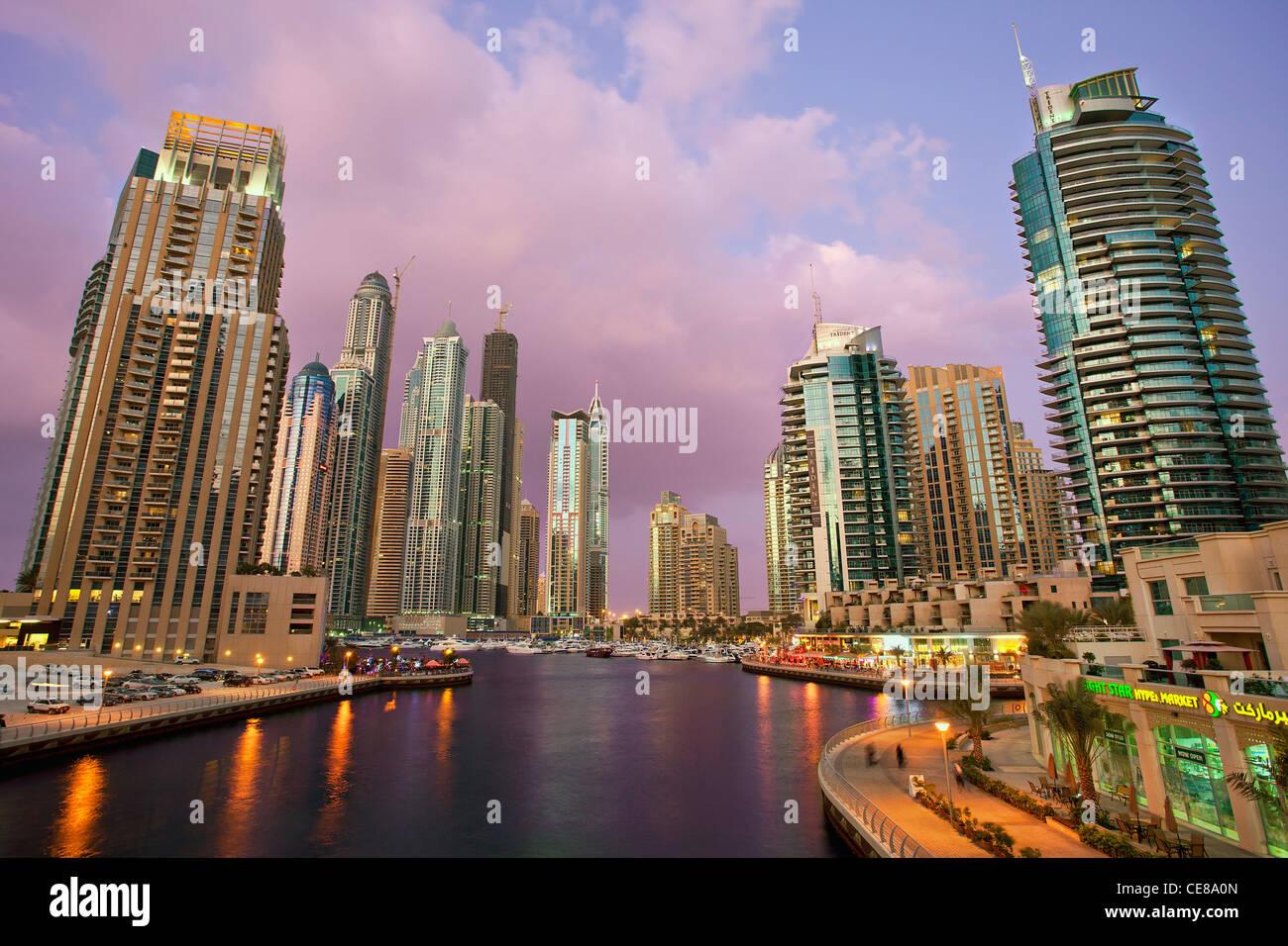 Asia, Arabia, Emirato di Dubai, Dubai, Porto e grattacieli di Dubai Marina Immagini Stock