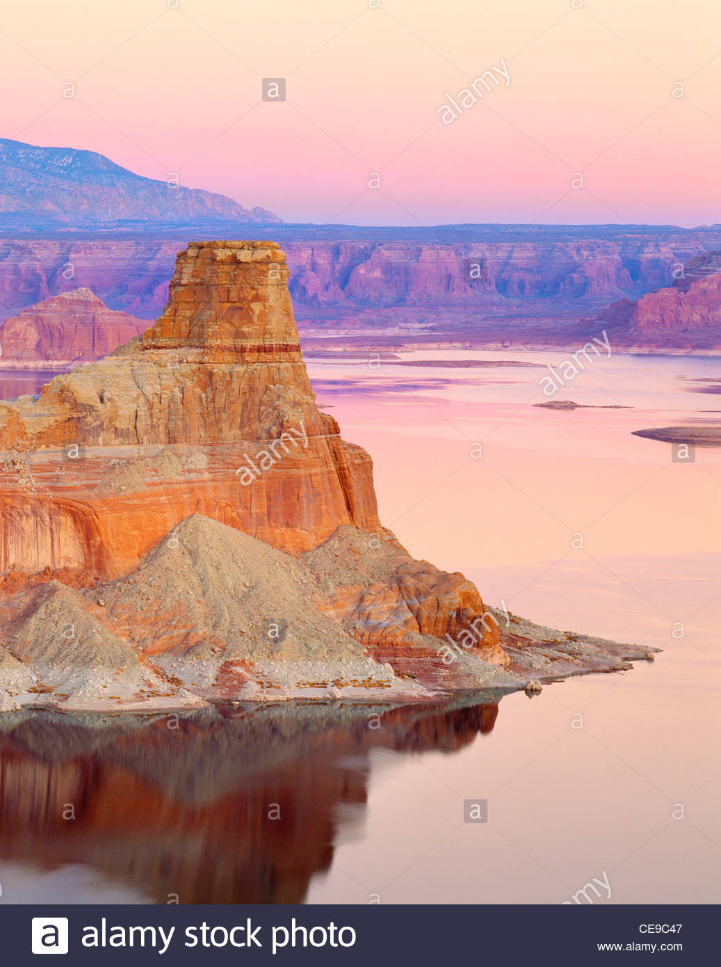 'Lake Powell' al crepuscolo 'Padre Bay' con 'Gunsight Butte' [Glen Canyon National Recreation Immagini Stock