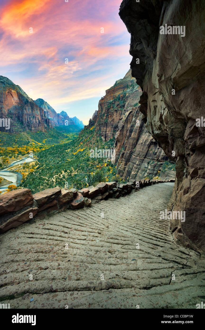 Angelo della pista di atterraggio e la vista della valle di Sion. Parco Nazionale di Zion, Utah Immagini Stock
