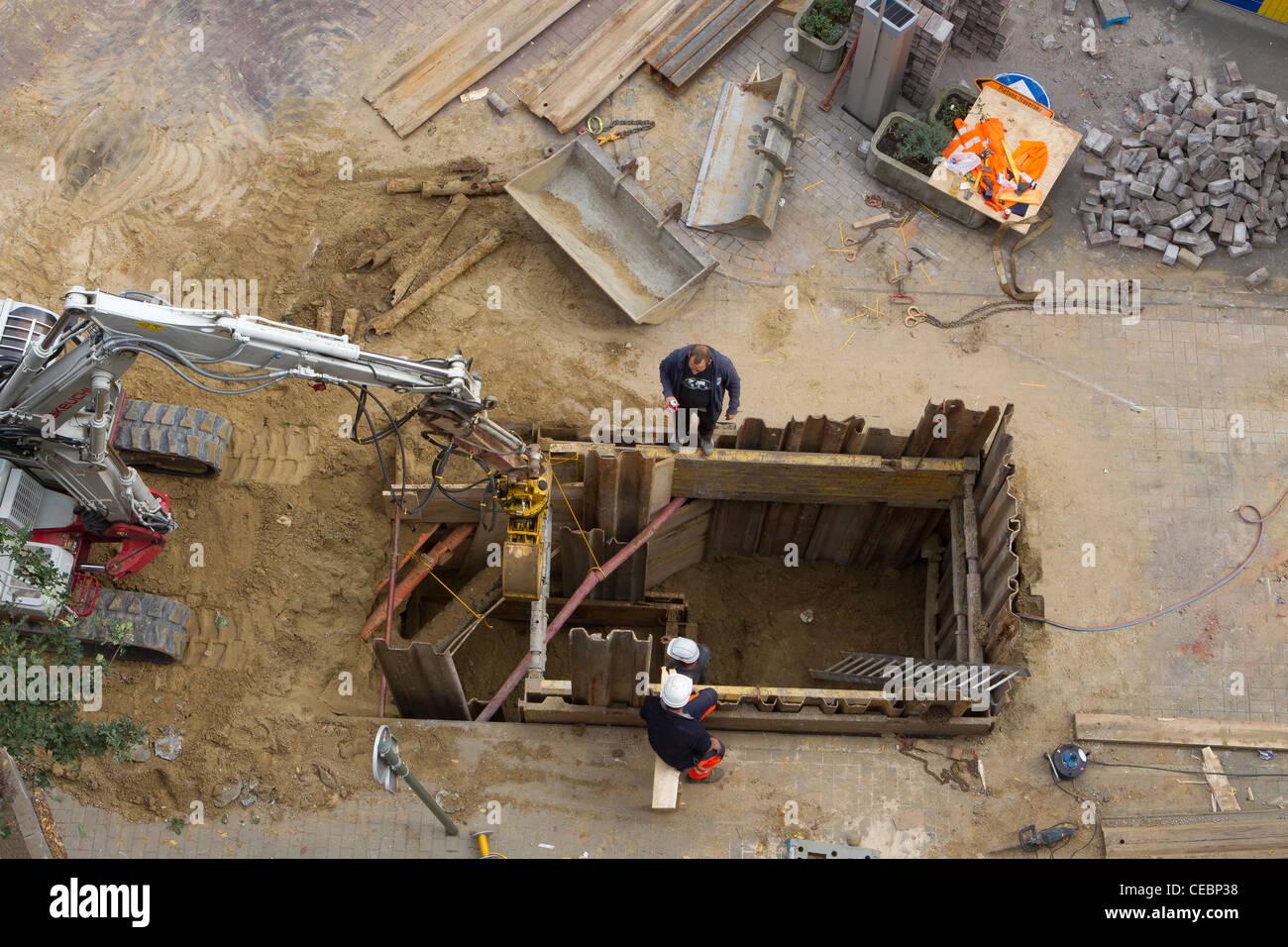 Lavoratori edili facendo lavori stradali Immagini Stock