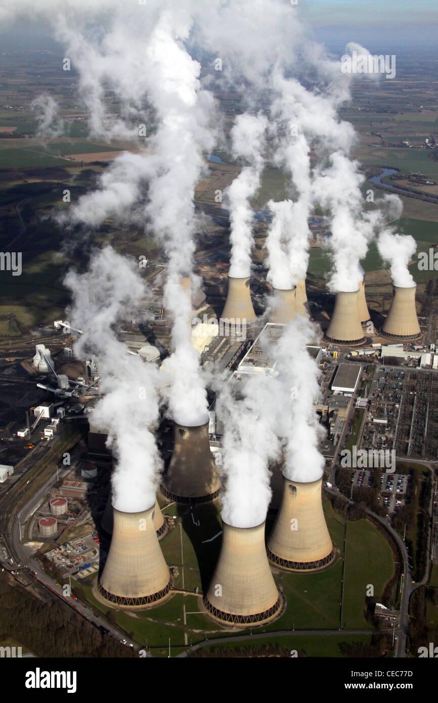 Immagine aerea di Drax Power Station in prossimità di Selby, North Yorkshire. Le emissioni di vapore dell'inquinamento. Immagini Stock