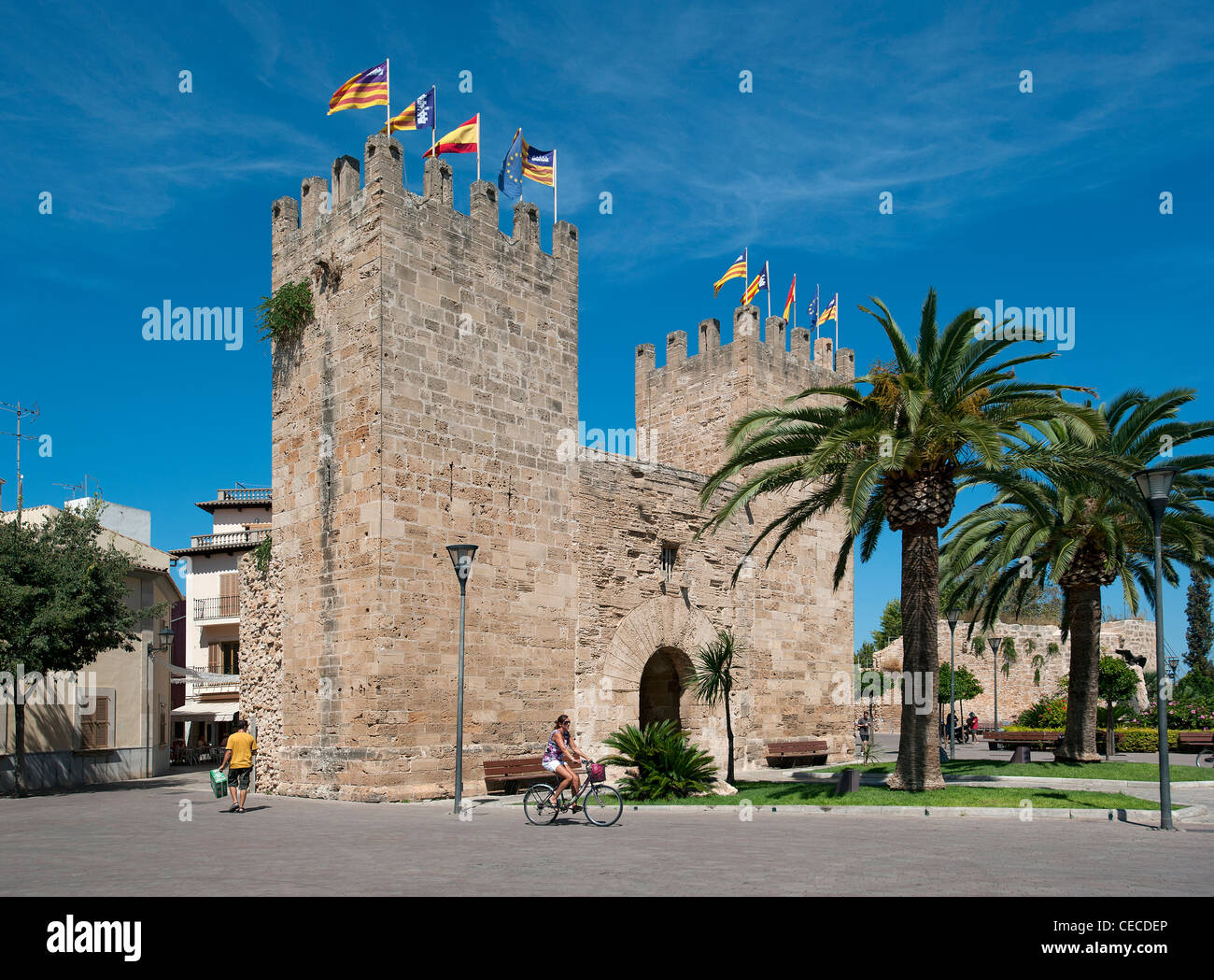 Gate delle mura della città vecchia di Alcudia Town Maiorca Isole Baleari Spagna Immagini Stock