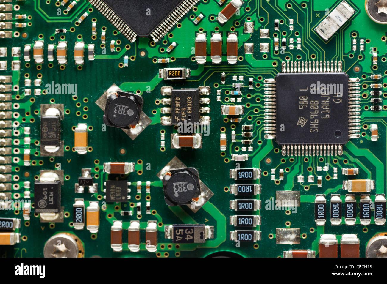 La tecnologia, la scheda a circuito stampato e chip di computer Immagini Stock