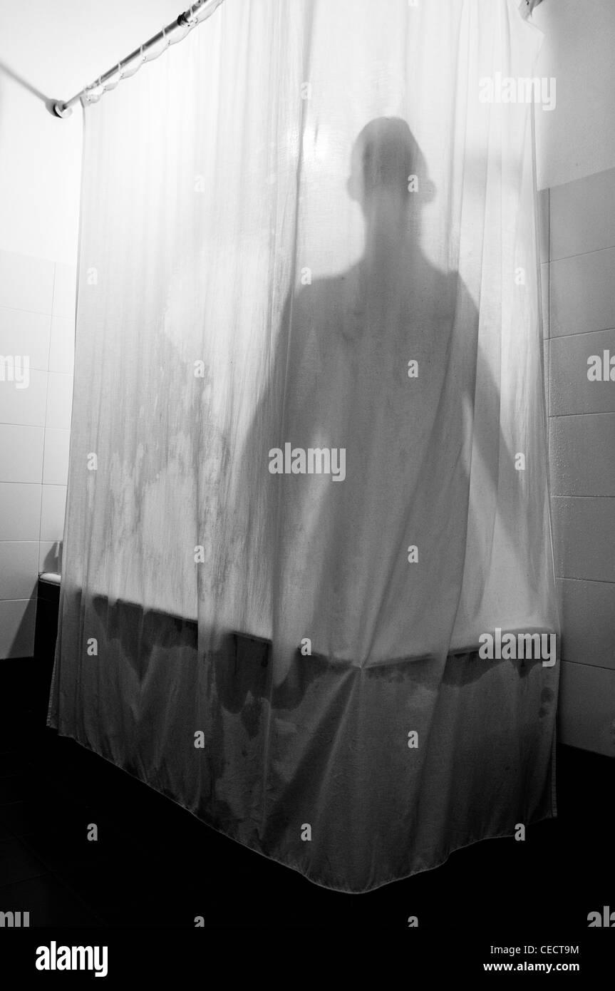 Ombra dietro la tenda della doccia Immagini Stock