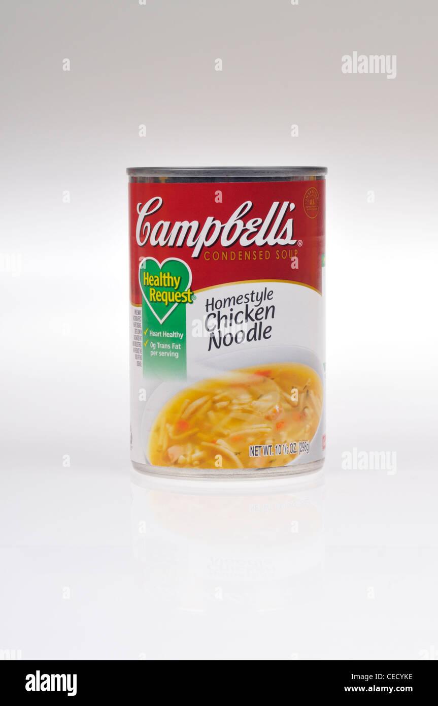 Non aperto o stagno di Campbells richiesta sani Homestyle zuppa di noodle al pollo su sfondo bianco isolare NEGLI Immagini Stock