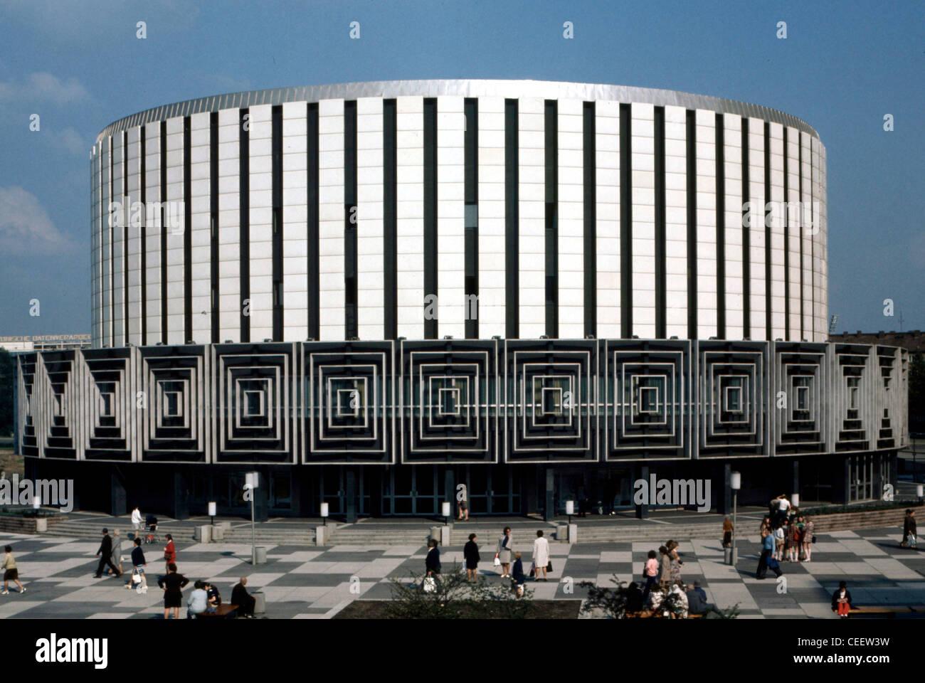 Dresda 1973: il cinema in Prague street. Immagini Stock