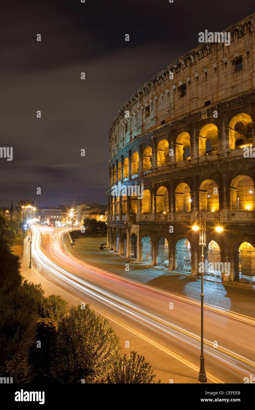 Time Lapse vista del Colosseo e del traffico Immagini Stock