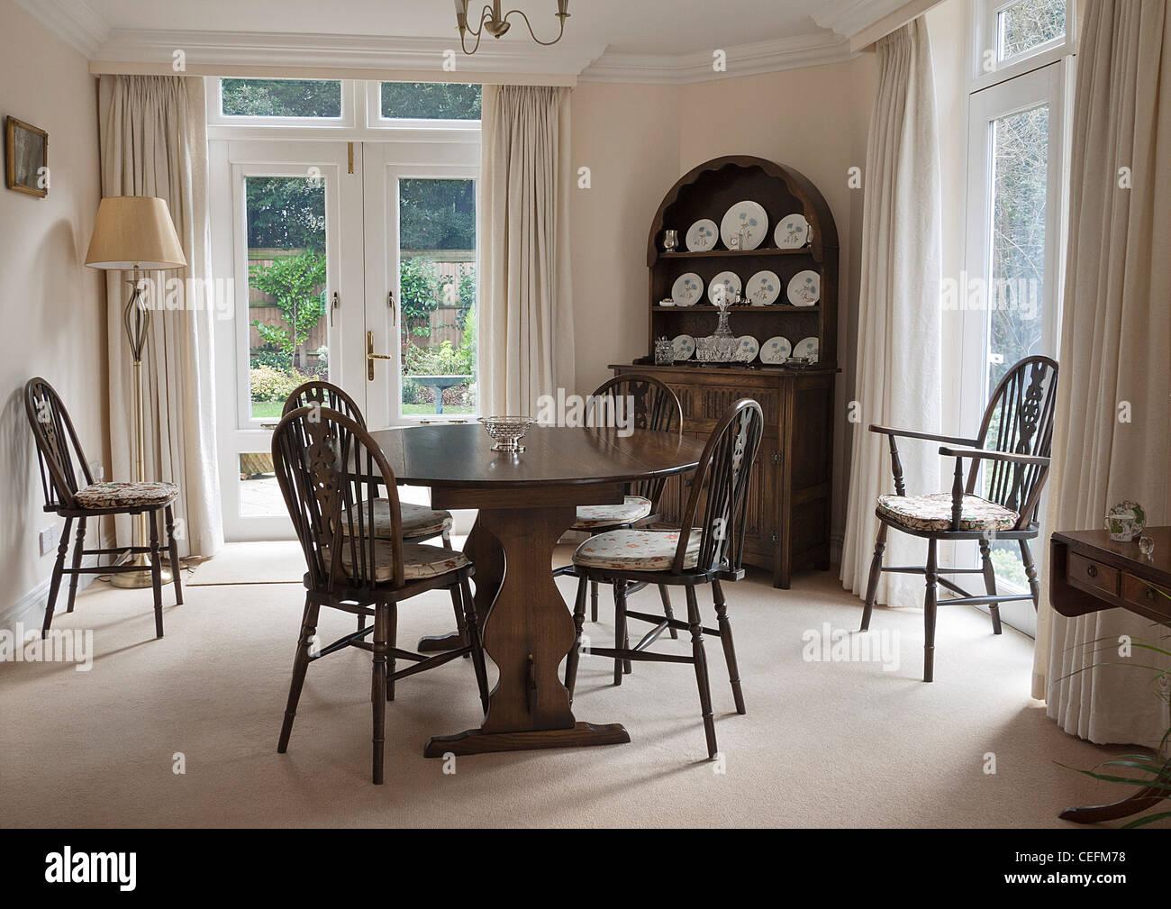 Tende Sala Da Pranzo.Tradizionale Sala Da Pranzo Con L Olandese Dresser Tavolo E Sedie
