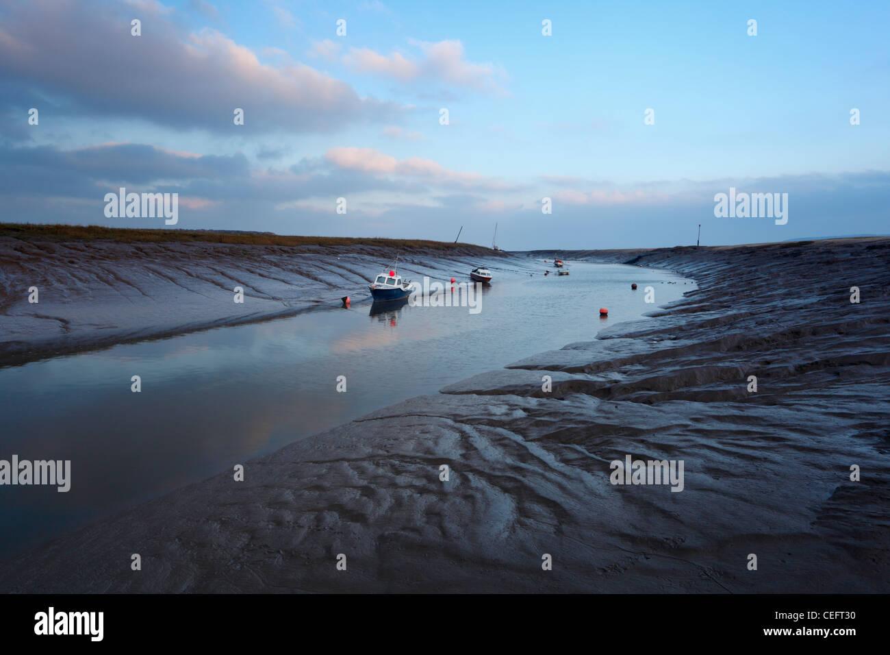 Il fiume Ax con la bassa marea. Weston-super-mare. Somerset. In Inghilterra. Regno Unito. Immagini Stock