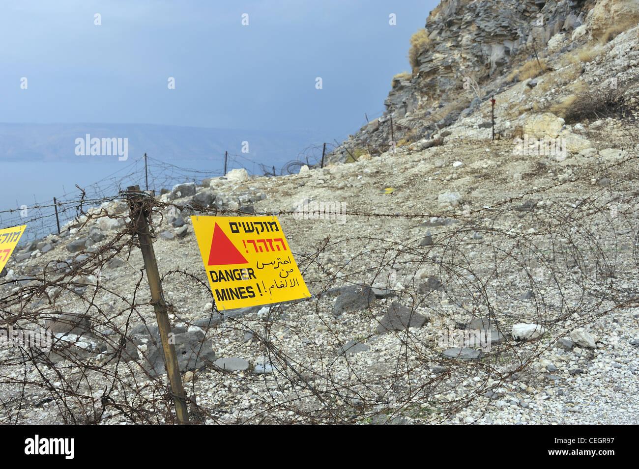 Alture del Golan. Israele pericolo mine segno sul Monte Susita Foto Stock