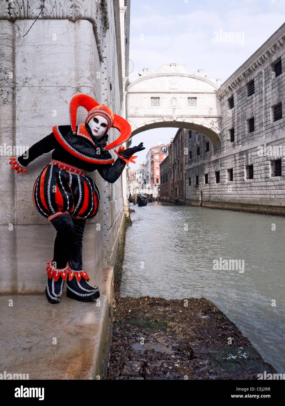 Donna mascherata di carnevale o per il Carnevale a Venezia Italia Immagini Stock