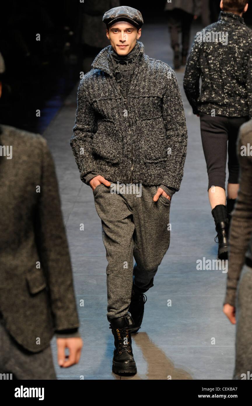 Dolce   Gabbana Milano pronto a indossare abbigliamento Uomo Autunno  Inverno grigio di un tappo piatto 48728526e4f
