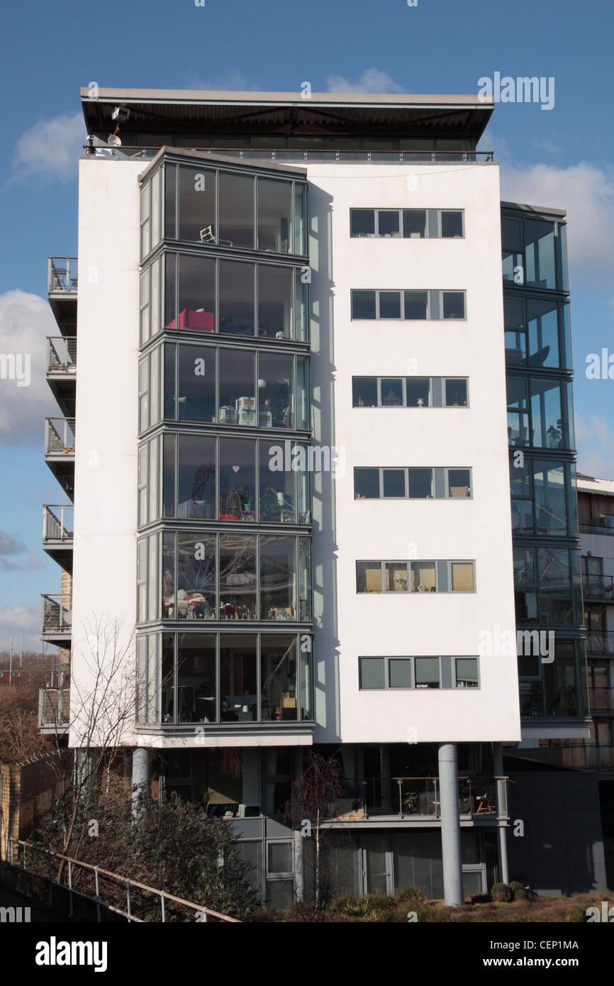 Moderno a più piani di appartamenti con grandi finestre balcone, la più vicina appartamenti al 2012 Olympic Immagini Stock