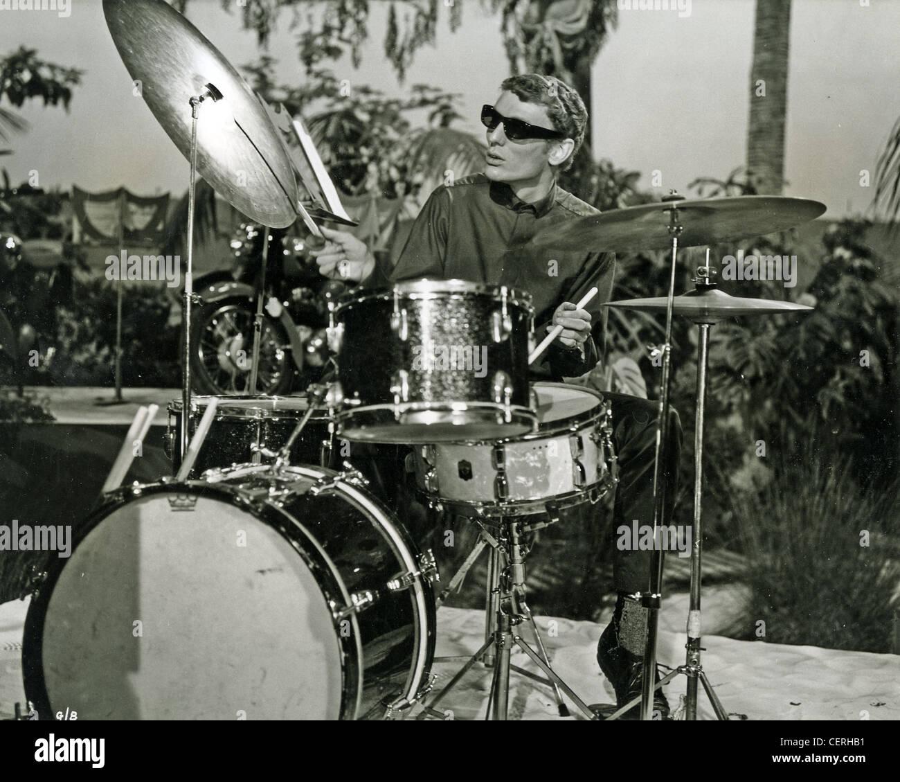 GINGER BAKER UK batterista circa 1965 mentre con il legame di Graham organizzazione Immagini Stock