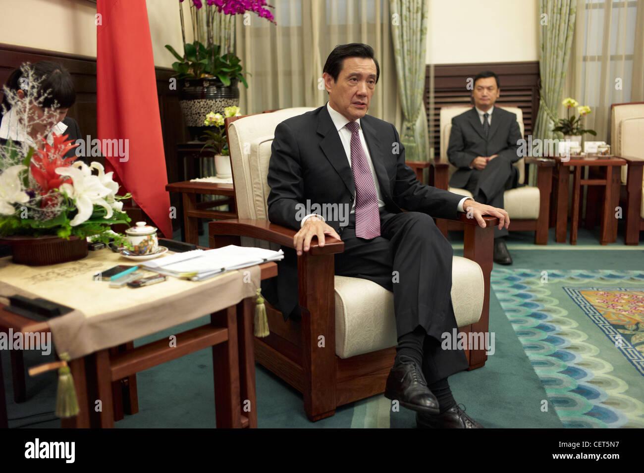 Attuale Presidente taiwanese Ma Ying Jeou intervistato da New York Time reporter Andrew Jacobs circa la sua campagna Immagini Stock