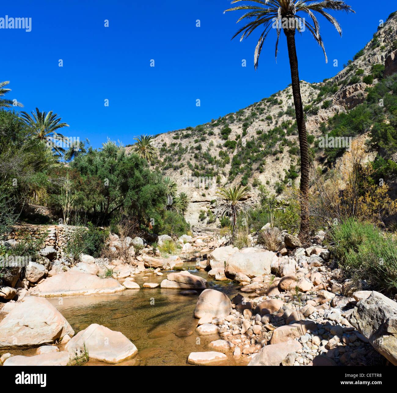 Fiume attraverso la gola in Paradise Valley, a nord di Agadir, Marocco, Africa del Nord Immagini Stock