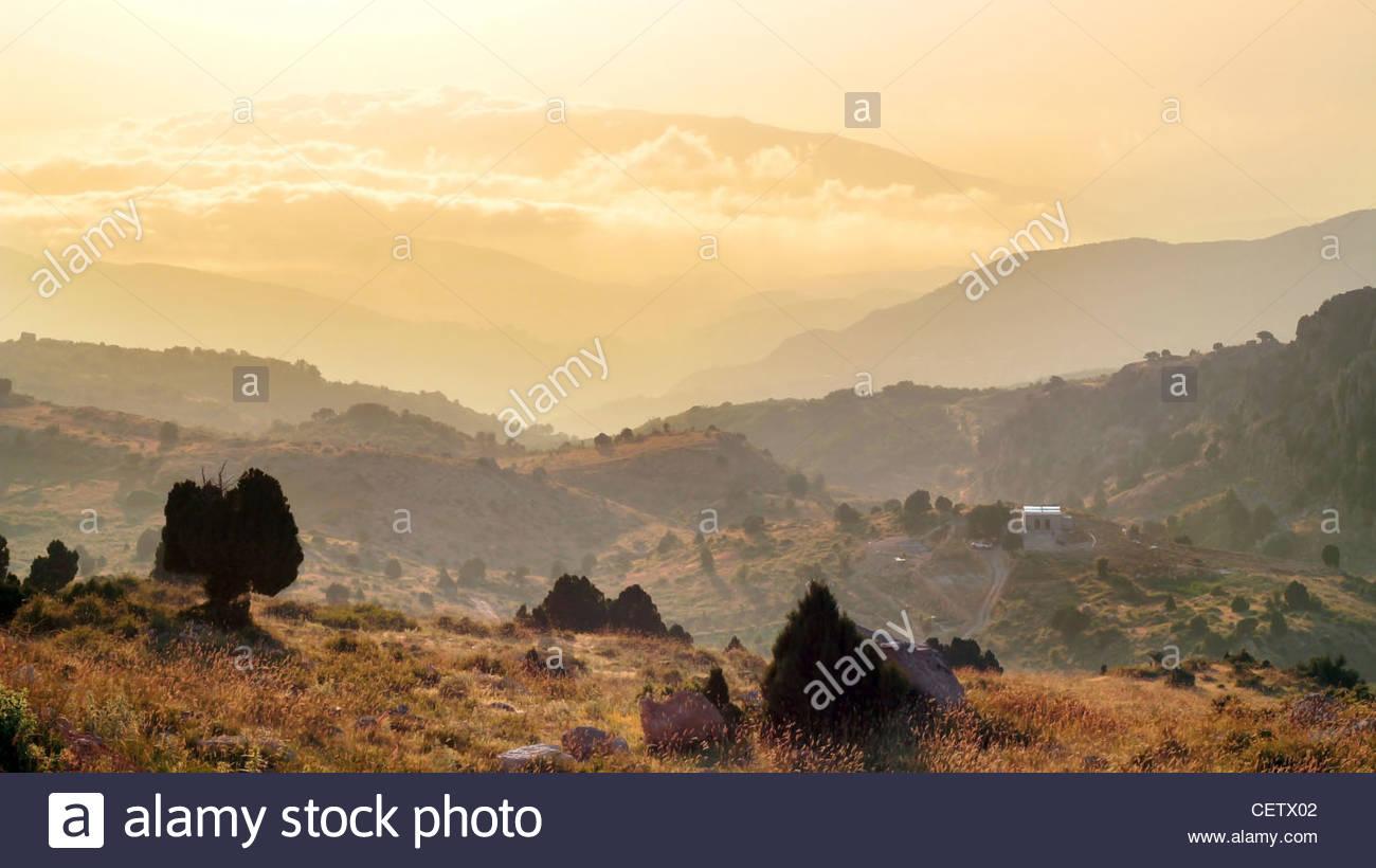 Maestoso tramonto in montagna paesaggio. Il Libano Immagini Stock