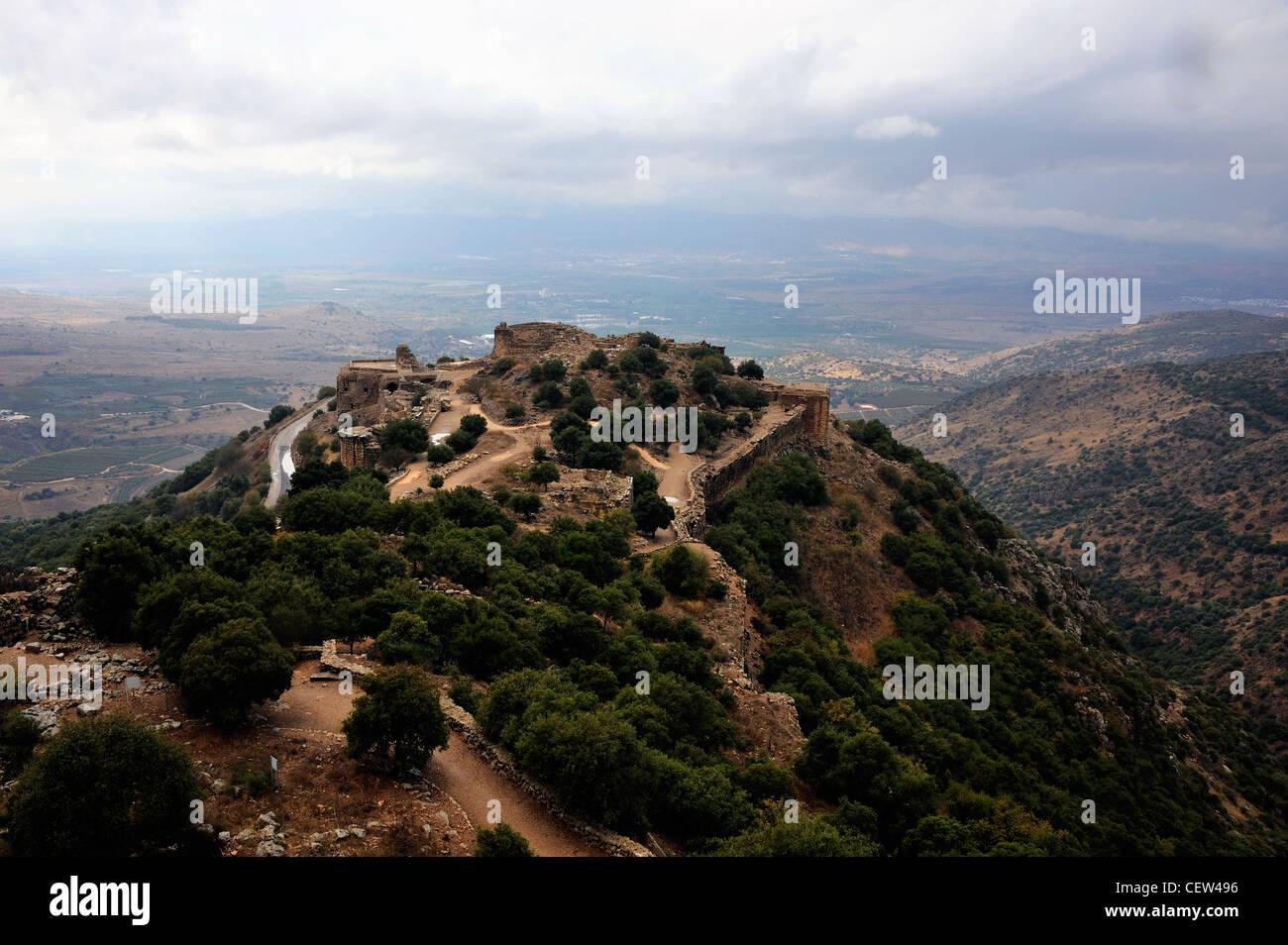 Vista della fortezza di Nimrod dal Monte Hermon sulle alture del Golan e la valle del Giordano in background Immagini Stock